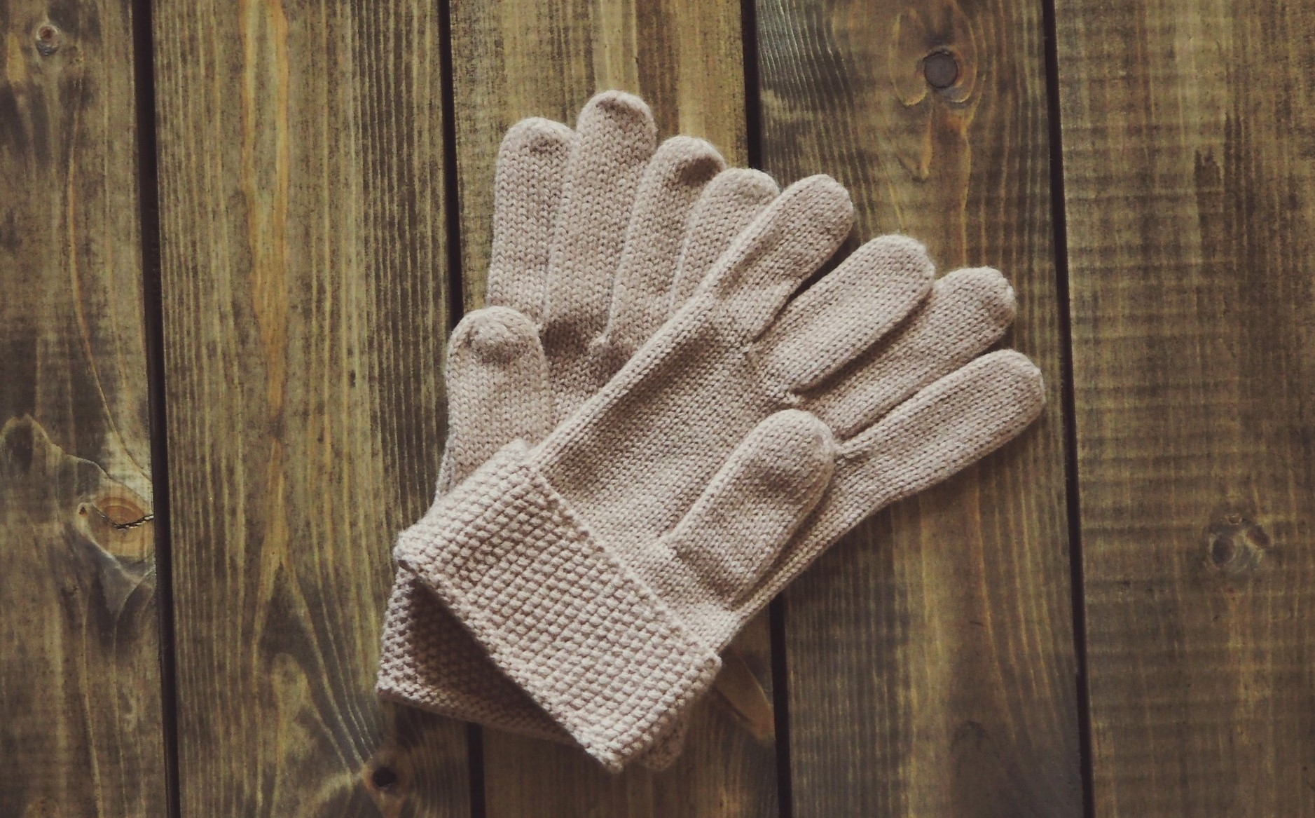 gloves-1268930_1920 (2)